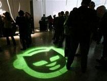 AOL bắt tay Napster, thách thức Apple