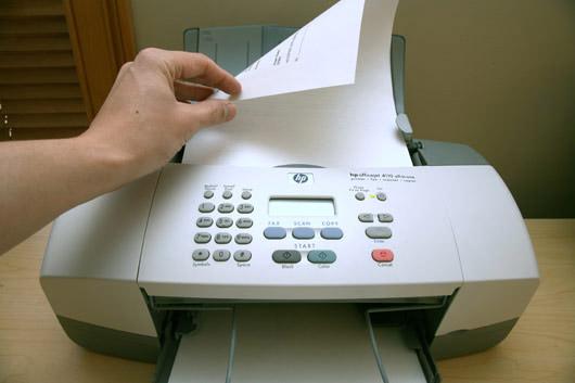 Đặt tài liệu mà bạn muốn scan vào máy.