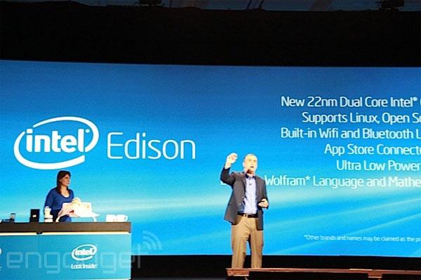 Intel giới thiệu máy tính nhỏ bằng 1 chiếc thẻ nhớ