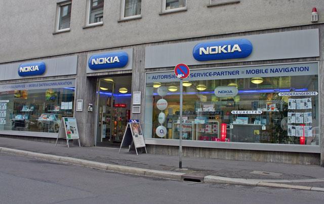 Trên thị trường điện thoại di động thế giới, Nokia vẫn giữ ngôi đầu nhưng đã bị giảm thị phần.