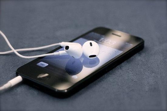 Apple bị kiện vì tên tai nghe EarPods