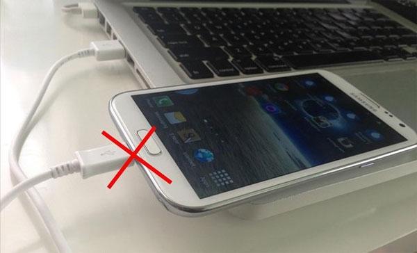 Những cách giúp sạc pin nhanh hơn cho smartphone