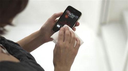 Những lưu ý quan trọng khi vệ sinh smartphone
