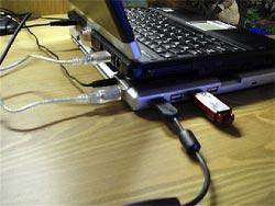 Với 160.000 đồng, chiếc đế tản nhiệt cho laptop đồng thời là USB hub bổ sung khe cắm cho laptop.