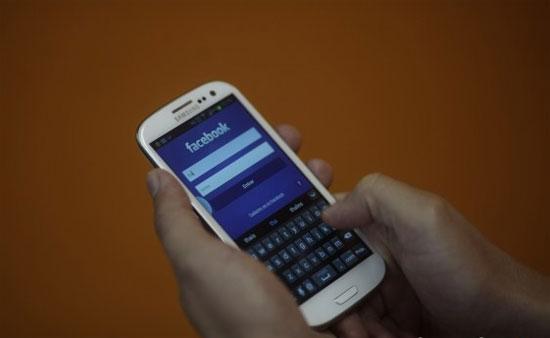 Facebook đang âm thầm đánh cắp danh bạ người dùng