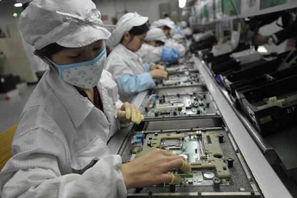 Tuyển 90.000 công nhân trước thềm ra iPhone 5S