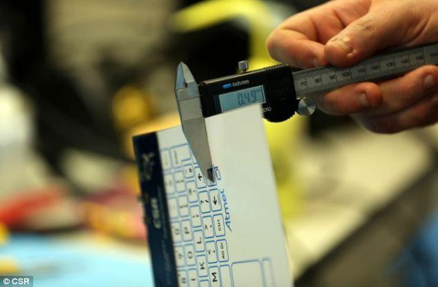 Bàn phím mỏng như tờ giấy, không dây, cảm ứng