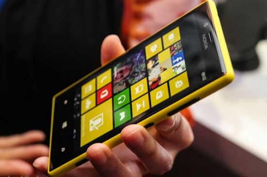 """Nokia vượt Samsung, giành lại """"ngôi vương"""" ở Nga"""