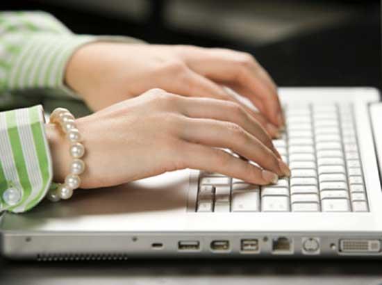 Để tránh đau cổ tay khi làm việc lâu với máy tính