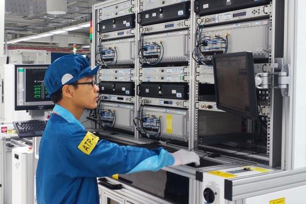 Cận cảnh nhà máy sản xuất điện thoại Nokia ở Việt Nam