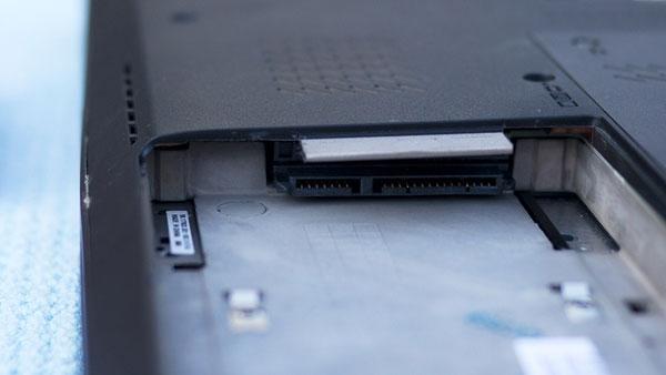 Làm thế nào để thay thế ổ cứng cho Laptop?