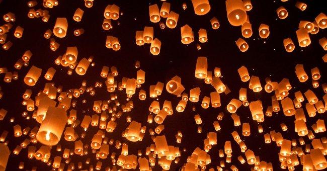 Thả đèn Khổng Minh đêm Trung thu