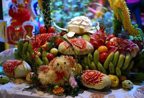 Cắt tỉa hoa quả trang trí mâm ngũ quả