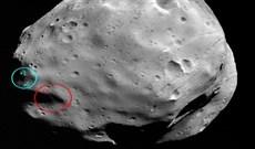 """Những vết lõm """"bí ẩn"""" trên bề mặt của Phobos ở Sao Hỏa"""