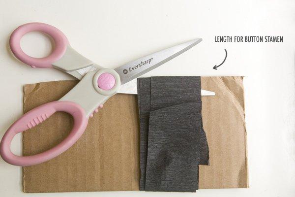 Cut paper to make the pistil