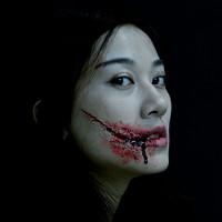 Cách tạo vết thương giả khi hóa trang thành ma nữ ngày Halloween