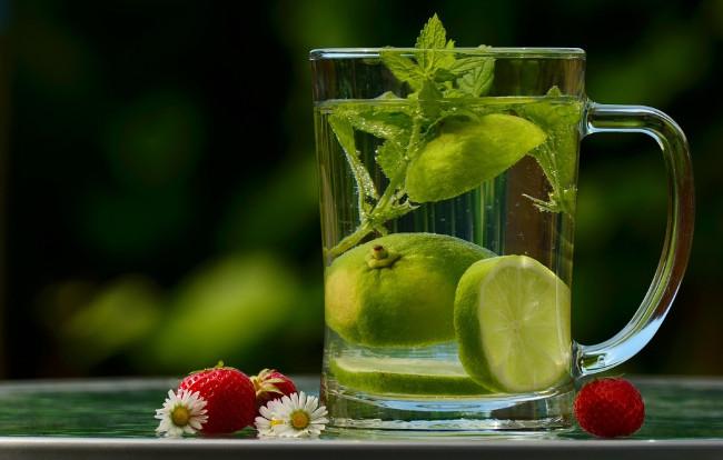 Uống nước đúng cách sẽ giúp bạn đẩy lùi một số căn bênh