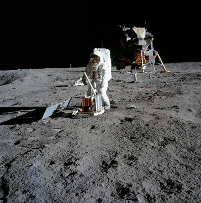 Động trăng (Moonquakes)