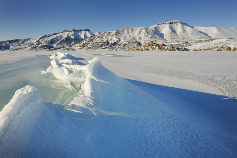 Những con sóng đóng băng ở Na-uy vào mùa Đông