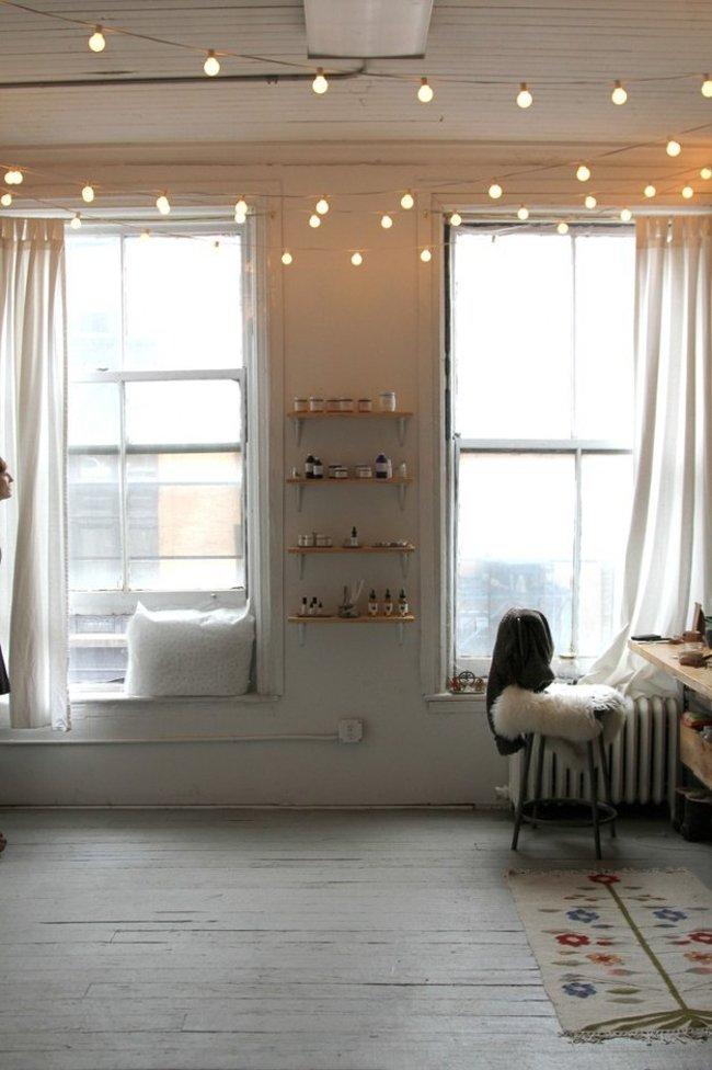 ...hay hướng sự chú ý lên trần nhà để tạo điểm nhấn cho căn phòng