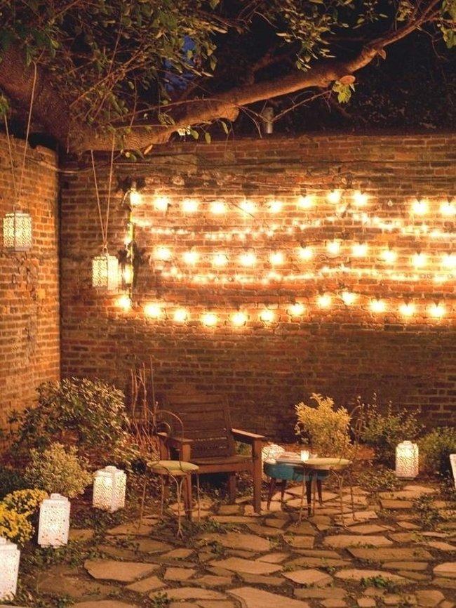 Một không gian ấm áp ngoài vườn trên bức tường