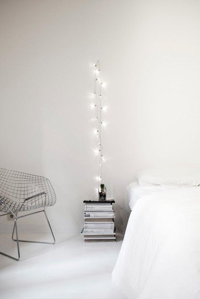 Thể hiện sự tinh tế và phá cách bằng cách treo một sợi dây đèn theo phong cách tối giản