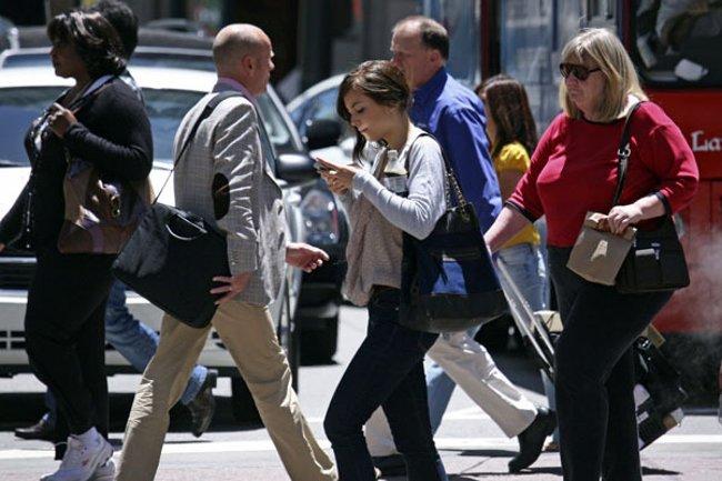 Thường xuyên bị thương do xao nhãng khi sử dụng điện thoại