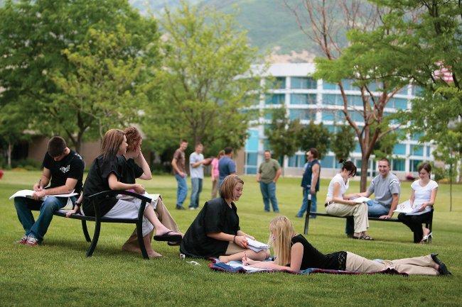 11 bài học sâu sắc về cuộc sống trường đại học không dạy bạn