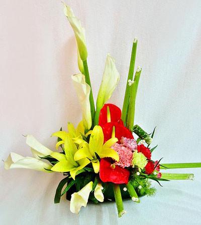 Cách cắm hoa ly vàng cho ngày Tết nhiều may mắn