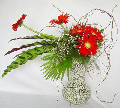 Không cần nhiều hoa cũng có thể tạo thành bình hoa đẹp