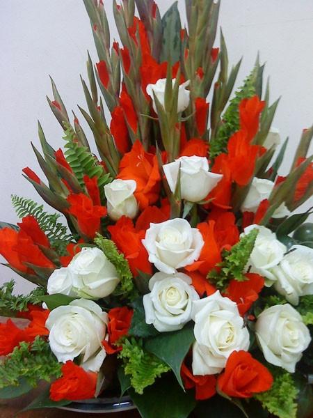 Sự kết hợp giữa hoa ly và hoa hồng