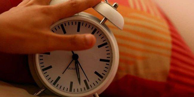 Tắt đồng hồ để ngủ nướng