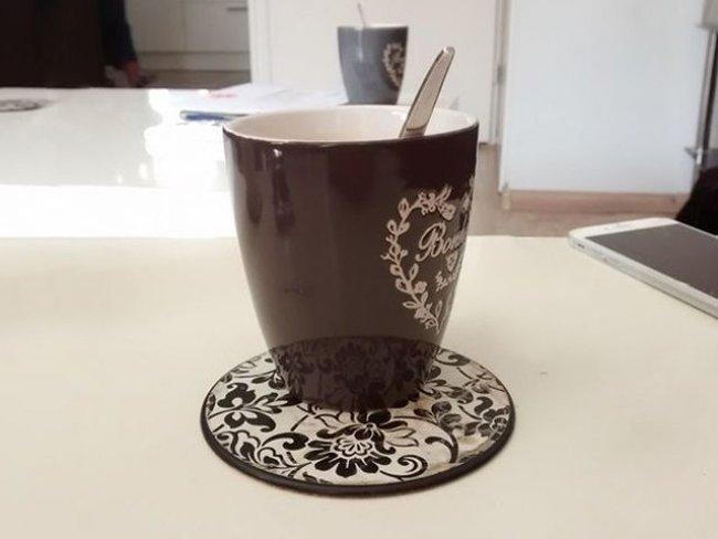 Điều gì đã xảy ra với chiếc cốc?