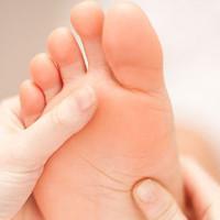 Da dày trên lòng bàn tay, lòng bàn chân có thể liên quan đến ung thư thực quản