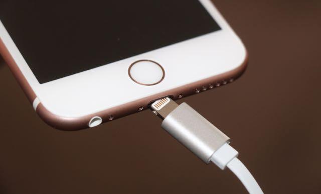 """Mẹo sửa lỗi iPhone, iPad """"sạc không vào điện"""""""