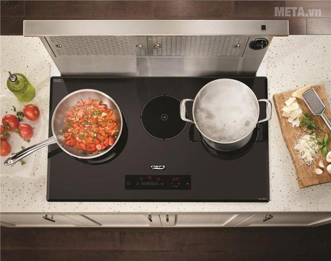 Khe thoát gió nóng từ quạt tản nhiệt bên trong bếp
