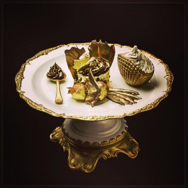 Đây là món tráng miệng được mạ vàng hoàn toàn với giá 1.000.000 USD