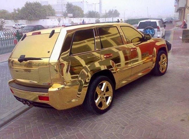 Những chiếc xe dát vàng toàn bộ ngoại thất không phải là hiếm ở đây.