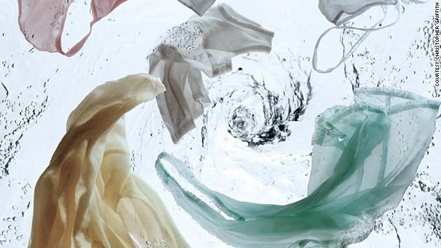 Giặt quần áo bằng nước ấm 60 độ