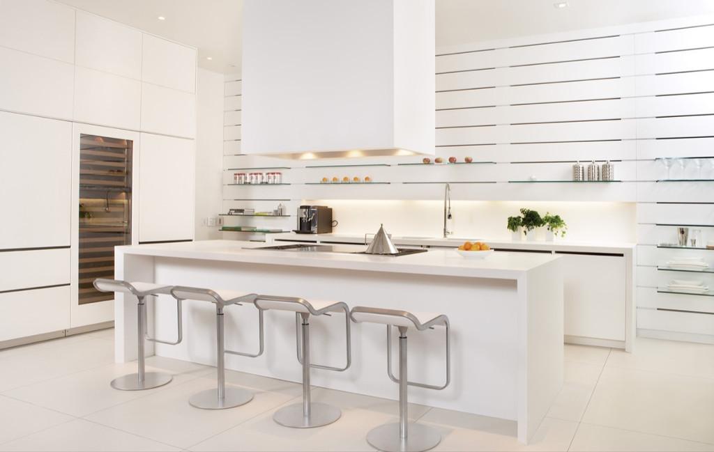 Gian bếp thiết kế với màu trắng chủ đạo