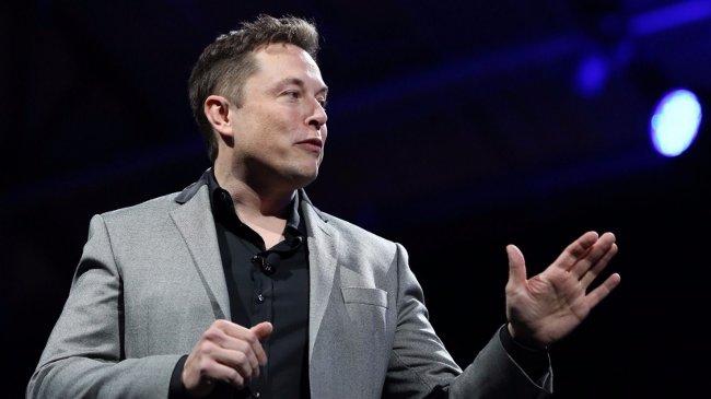 Elon tự trả học phí đại học bằng cách tổ chức tiệc lấy tiền