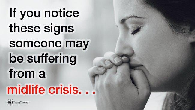 10 dấu hiệu cảnh báo khủng hoảng tuổi trung niên ai cũng cần biết