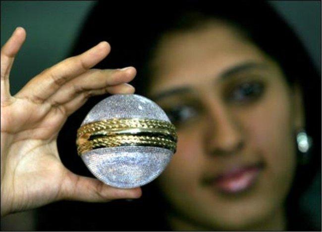 Bóng Cricket nạm kim cương