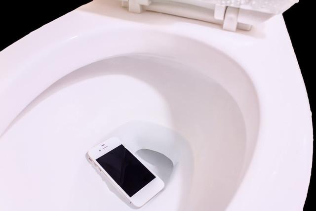Điện thoại bị rơi vào nước
