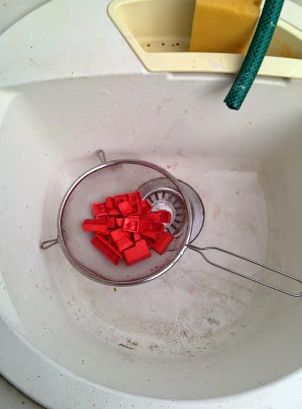 Rửa lại phím với nước lã