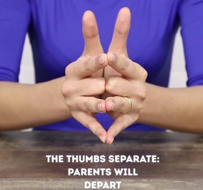 Đặt tay của bạn lại với nhau như thế này