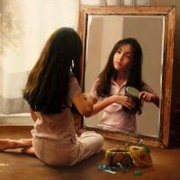 Chụp ảnh và soi gương cái nào sẽ cho bạn hình ảnh chính xác nhất?