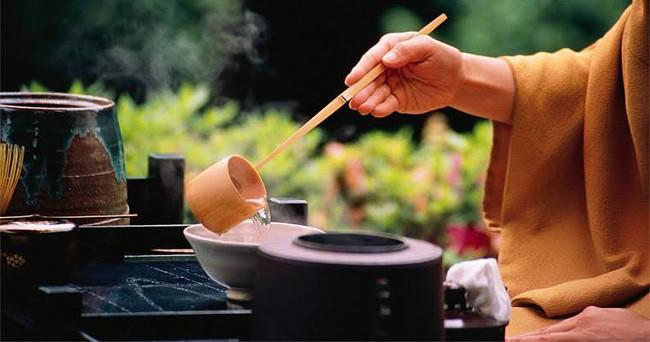 Uống trà và bài học khiêm nhường của người Nhật