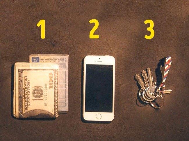 Luôn mang theo chìa khóa, tiền và điện thoại đầy pin