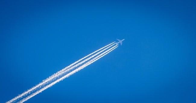 Tại sao máy bay để lại vệt trắng khi bay?